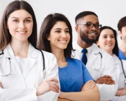 O repasse médico é um processo que deve ser feito com organização prévia para evitar erros e tempo desperdiçado. Veja como o Conclínica pode te auxiliar.